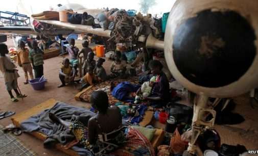 Millitant mob mosque in Central Africa ! As trapped Muslims escorted to safety from Bangui –