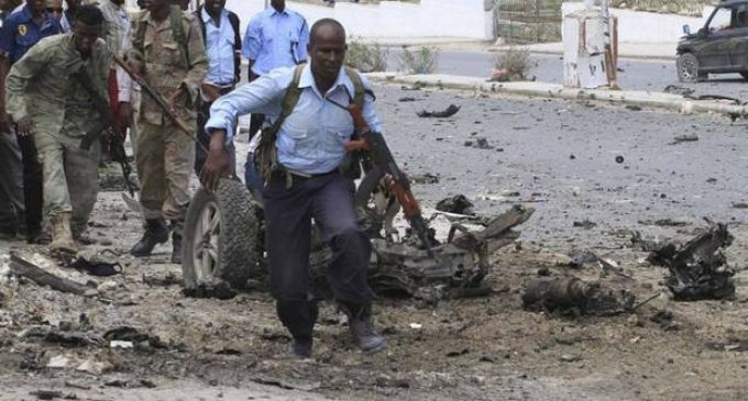Somalia parliament attack: At least 10 dead as Islamist militants launch deadly assault